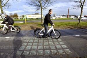 Napelemes bicikliút