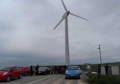 Szélerőmű termeli az áramot az elektromos járműveknek